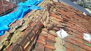 地震により滑落